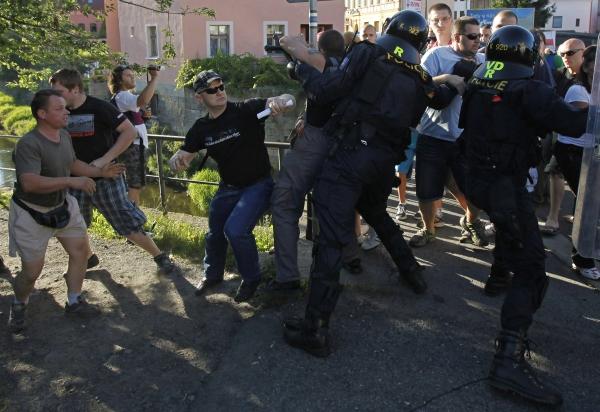 Tsjechische neonazi 39 s worden gewelddadiger ips - Canape roma huis van de wereld ...